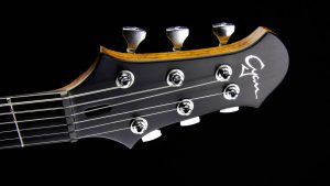 Ultimate - Silver Burst - headstock