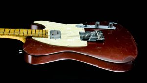 Versatile T-style guitar - Red Candy - Body side view