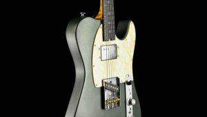 Versatile T-style guitar - Green Classic - pickguard