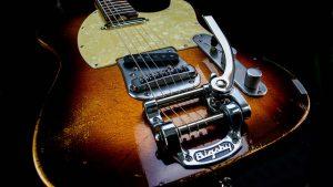 Versatile T-style guitar - Golden Bee - tailpiece, bridge, vibrato
