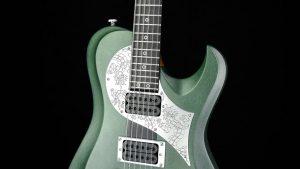 Ultimate - Green Dragon - Metal Gitarre - Schlagbrett mit Drachengravur