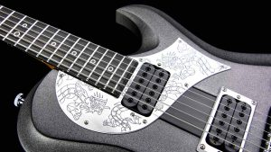 Ultimate - Silver Dragon - Rock & Metal Gitarre - graviertes Schlagbrett Detail 1