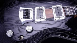 Hellcaster - Bariton Gitarren - Blackburst - Brücke und Pickup