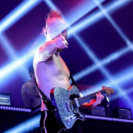 Jakob Schulze mit der Versatile Silver Camo T-Style Gitarre - Gitarrenbauer Thomas Harm