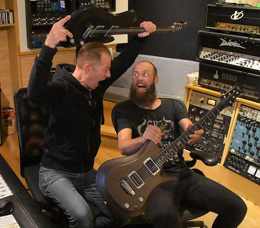Gitarrenbauer Thomas Harm mit Jens Bogren
